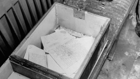 Documenti ritrovati nel bunker di Hitler che riportano la data del 19 aprile 1945. Il giorno dopo il Fuhrer ed Eva Braun si toglieranno la vita. Credits: (William Vandivert—Time & Life Pictures/Getty Images)